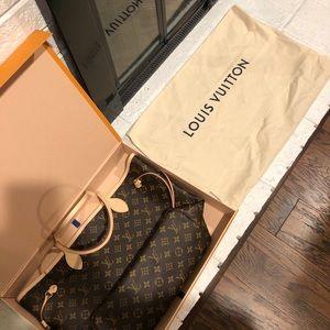 Louis Vuitton Neverfull MM BRAND NEW w Clutch